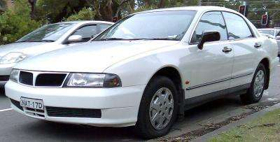 800px-1996-1999_Mitsubishi_TE-TF_Magna_Executive_sedan_02.jpg